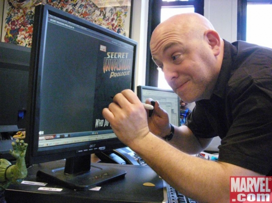 Brian Michael Bendis signs a copy of SECRET INVASION PROLOGUE