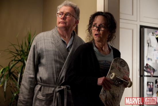 Martin Sheen as Uncle Ben and Sally Field as Aunt May in The Amazing Spider-Man