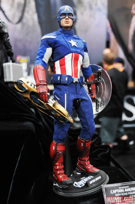 SDCC 2012: Figures at Sideshow Booth