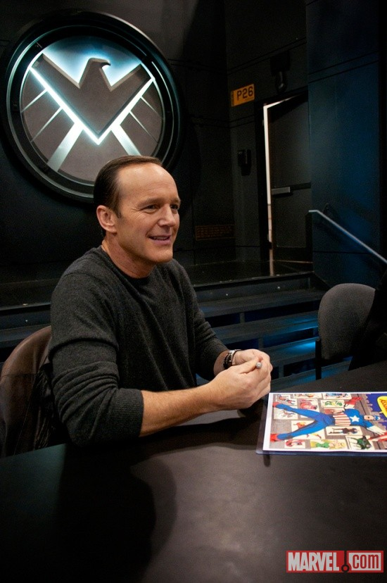 New York Comic Con 2011: Clark Gregg signing at the Marvel Booth
