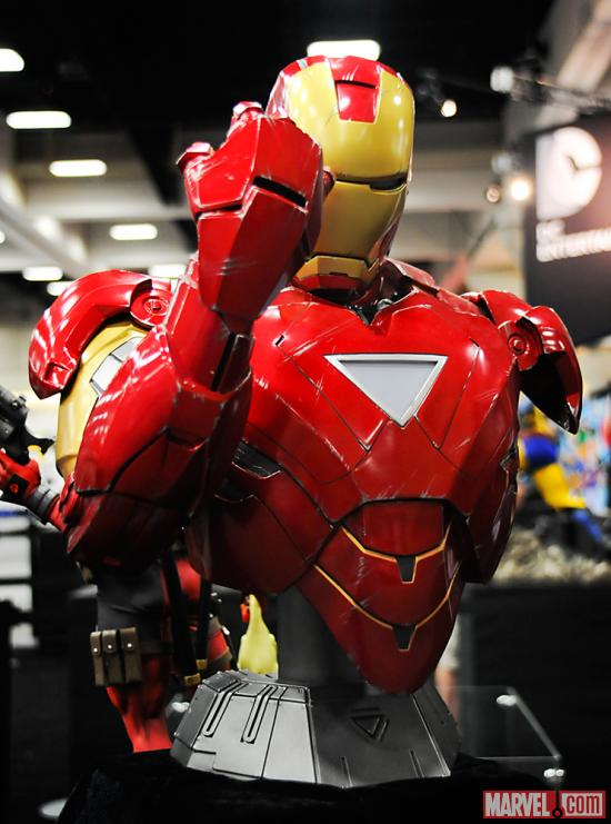 SDCC 2012: Figures at the Sideshow Booth