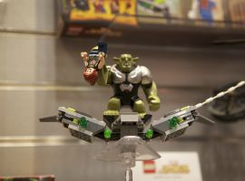 Green Goblin with Mary Jane LEGO minifigs