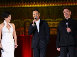 "Costars Bingbing Fan, Wang Xueqi, and Robert Downey Jr share a laugh on the ""Iron Man 3"" World Tour"